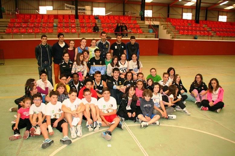 http://obradoirobasketfoto-fru.blogspot.com.es/2014/05/ayer-tarde-homs-y-corbacho-visitaron.html