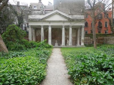 architect design A hidden Venetian garden