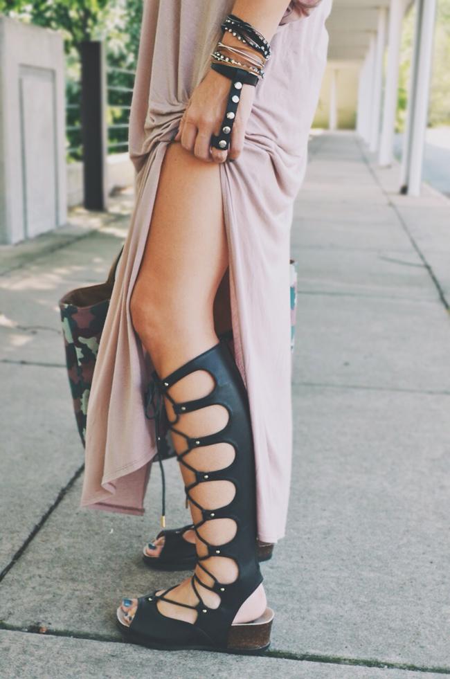 Ohio fashion blogger - gladiator sandals - minimalist style