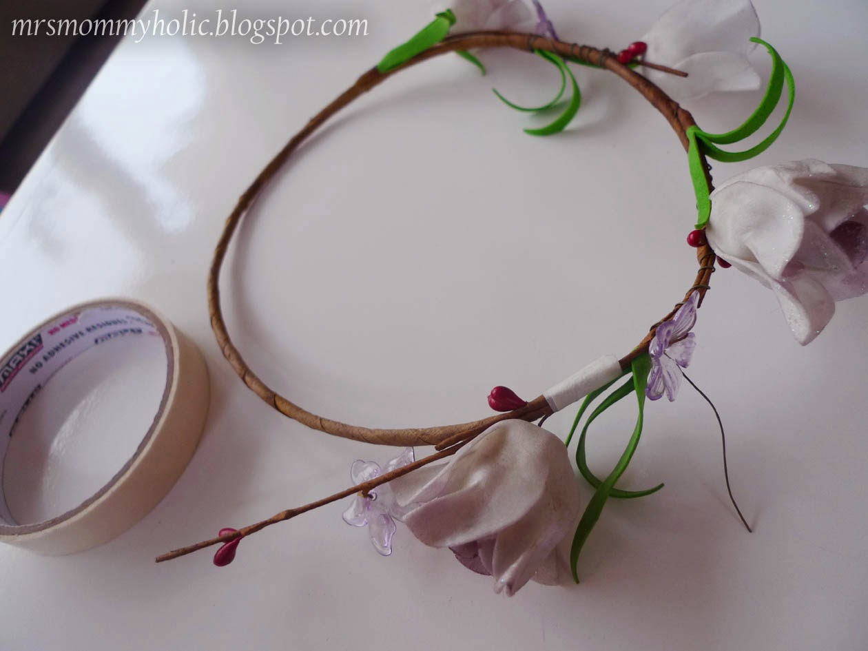 Mrsmommyholic diy flower crown i then pulled apart the other flowers to put on the crown izmirmasajfo