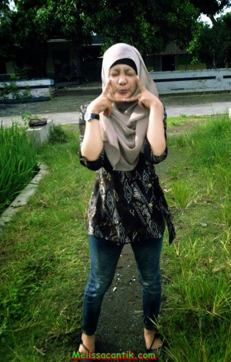 Tante Nungging: Sisca, Gadis Cantik Berjilbab Diajak Pacaran di Kebun