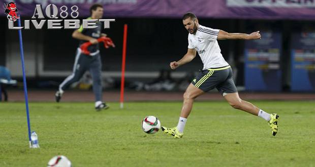 """Liputan Bola - Arsenal sering dikabarkan tertarik meminang Karim Benzema dari Real Madrid. Sayang, keinginan """"The Gunners"""" tak akan menjadi kenyataan, karena Karim Benzema masih kerasan berada di Real Madrid."""