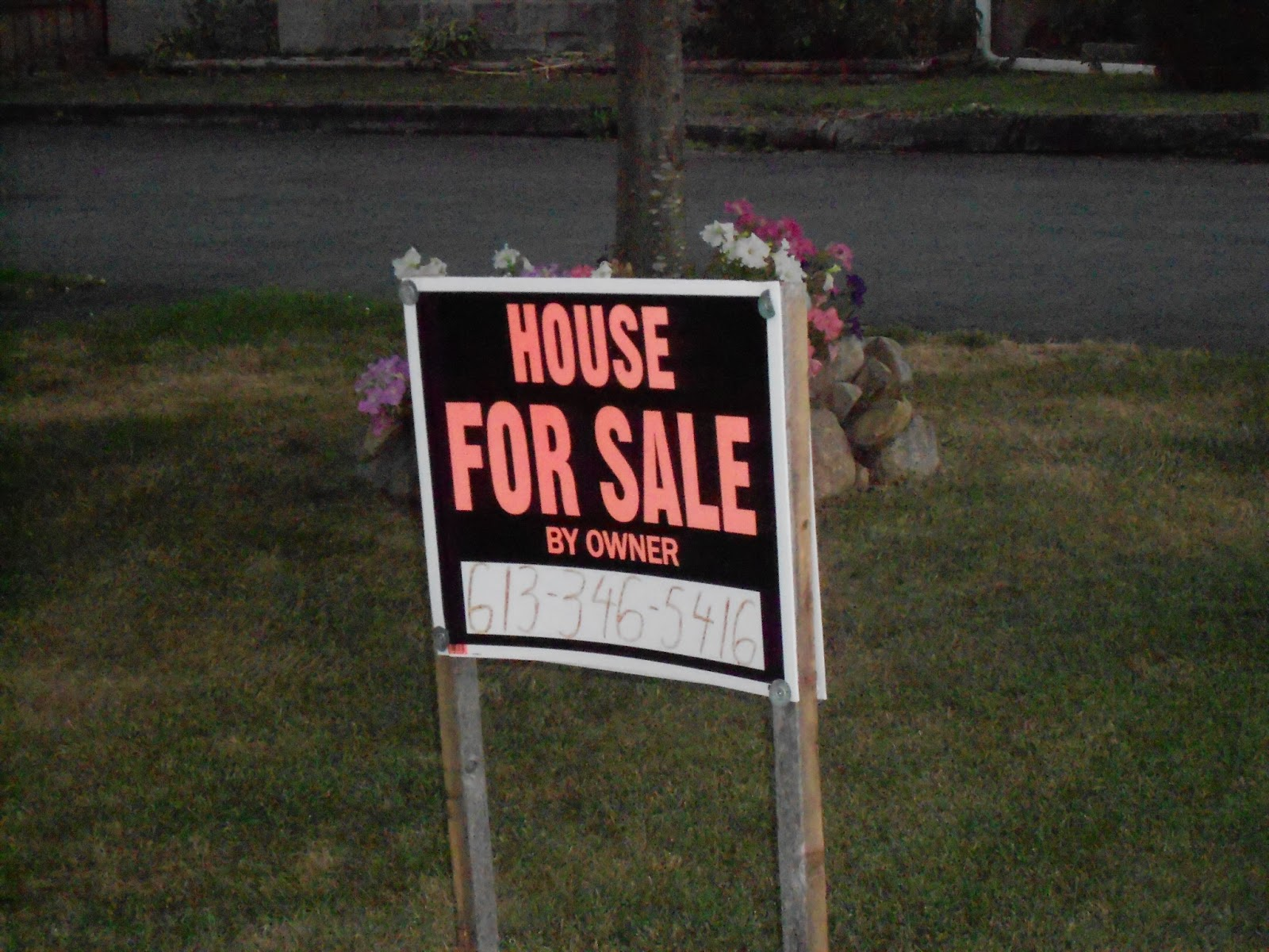 do not use a dollar store house for sale by owner lawn sign