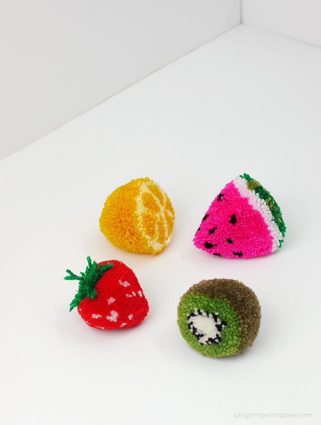 рукоделие - понпоны в виде фруктов