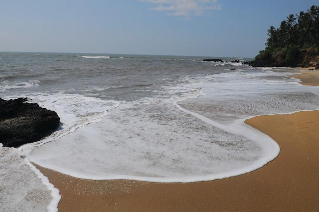 aadi_kadalai_beach_kannur_Kerala