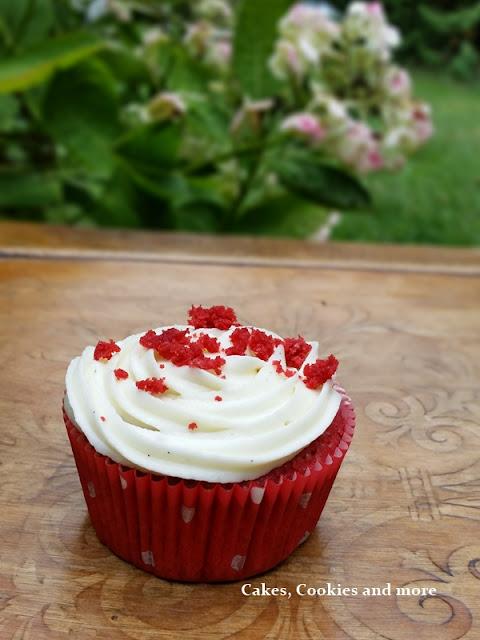 Red Velvet Cupcake mit Vanillefrosting