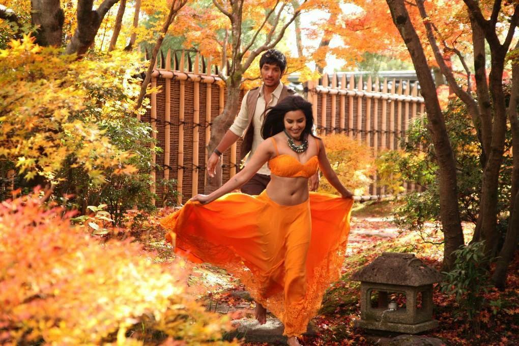 [Image: Priya-Anand-Navel-Show-in-Vai-Raja-Vai-M...ills-2.jpg]