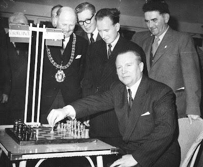 Torneo de Ajedrez de Hastings 1955: partida Díez del Corral-Korchnoi