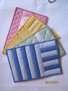 mug rugs - deiapatchwork.blogspot.com