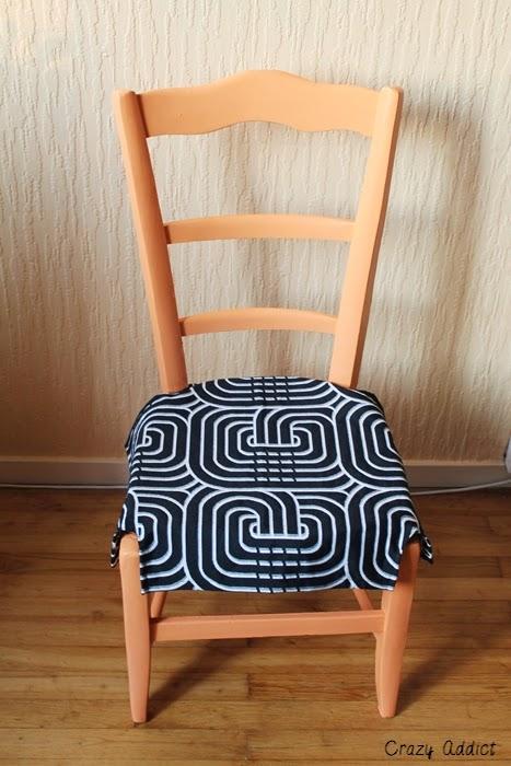 customiser une vieille chaise en bois crazy addict. Black Bedroom Furniture Sets. Home Design Ideas