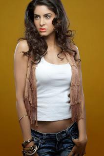 Aanisha Pooja Sexy Hot Cleavages WOW
