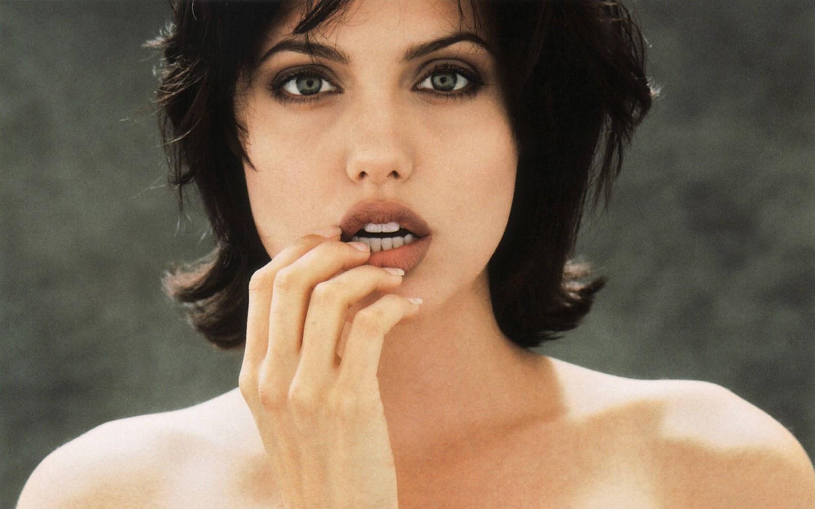 http://3.bp.blogspot.com/-bnSLbPtZAfQ/T3cgS0UiyjI/AAAAAAAAdwc/HdqaIsi7FOQ/s1600/Angelina+Jolie+%2873%29.jpg