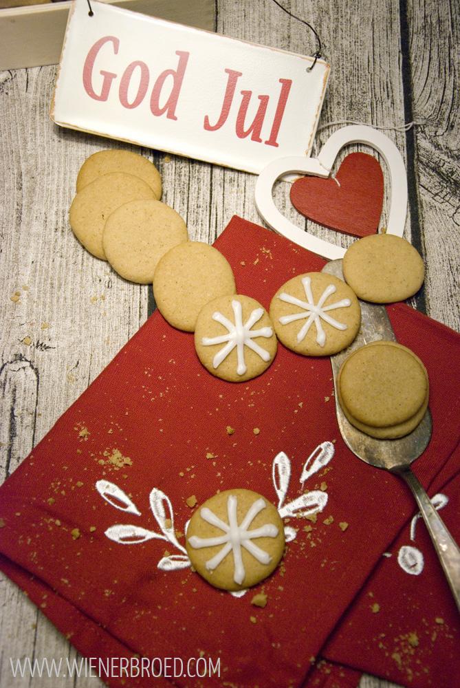 Pebbernødder, dänische Pfeffernüsse / Pebbernødder, Danish spicy Christmas Cookies [wienerbroed.com]