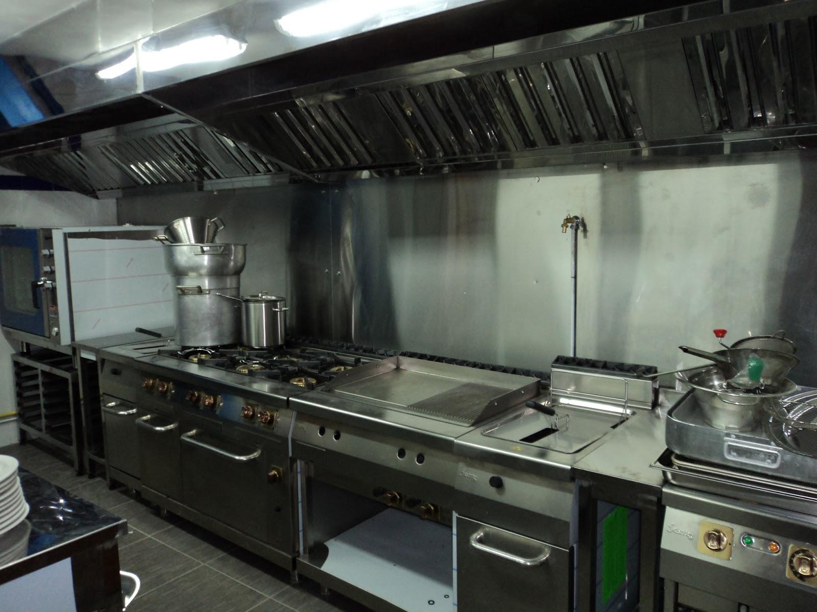 Batterie de cuisine professionnelle batterie de cuisine for Equipement pour cuisine professionnelle