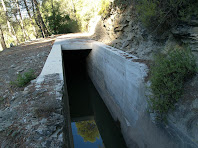 El canal de la Colònia Jorba a l'alçada del Torrent de la Por