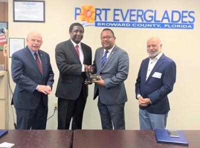 Anibal Piña recibe las llaves ciudad del Alcalde Broward-Florida EE.UU