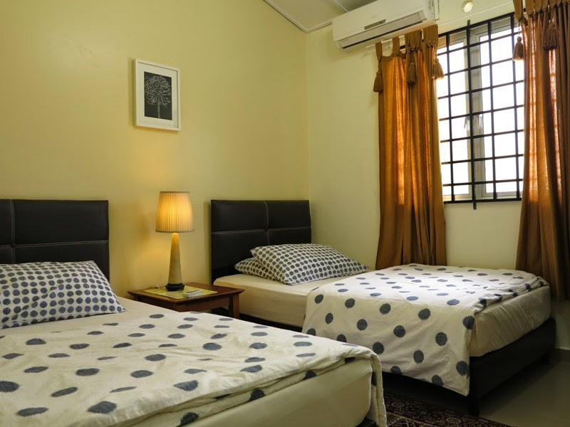 Photo 5: Room 2 - 2 super single beds, air-conditioned