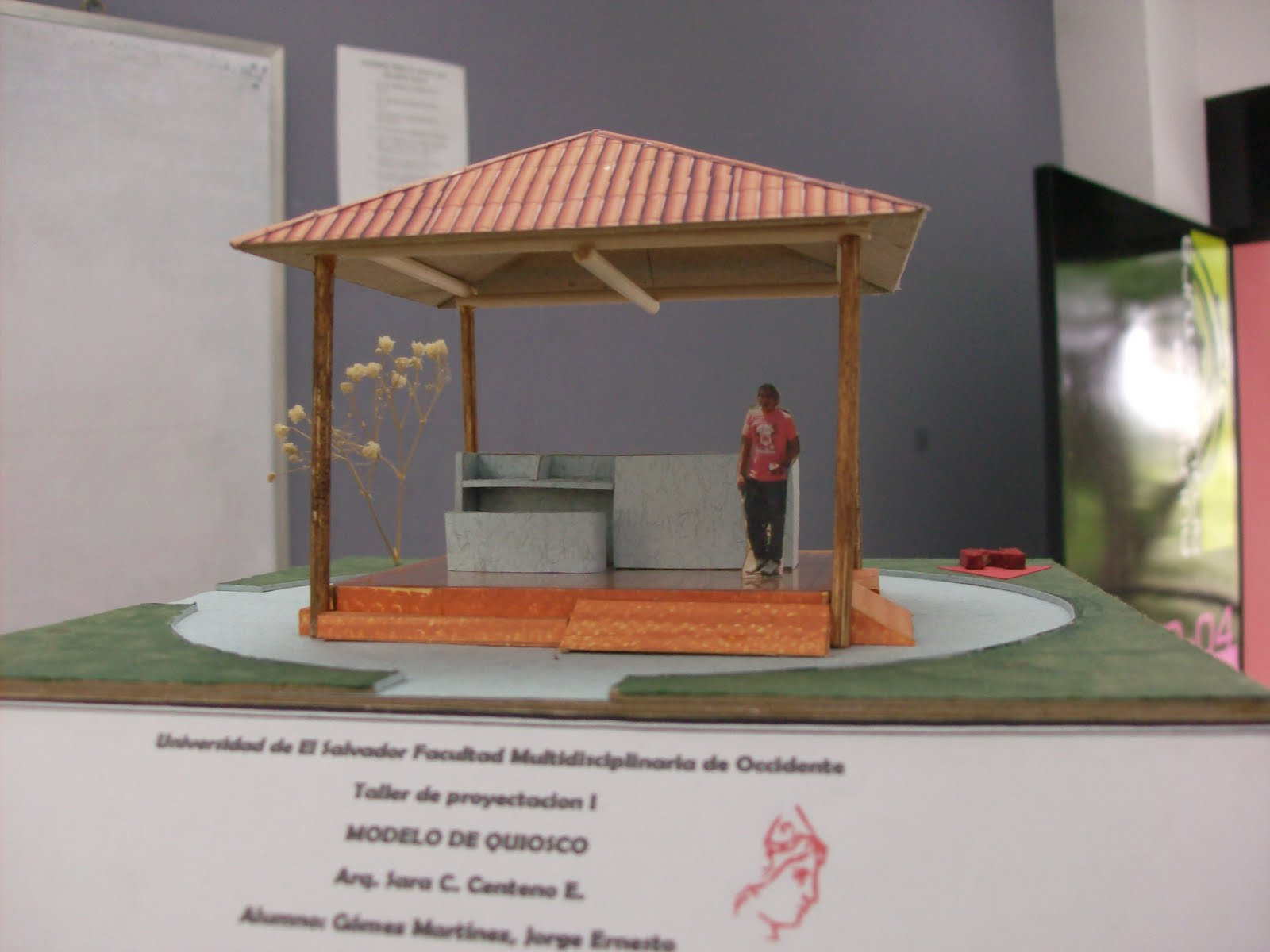 Arquitectura en construccion maquetas de quiosco y contenedor for Como construir un kiosco en madera