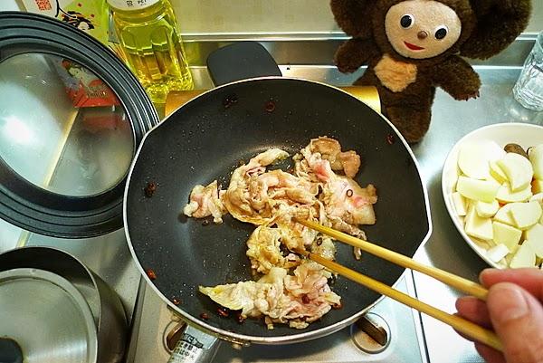 豚肉のみそ煮込み丼の作り方(1)