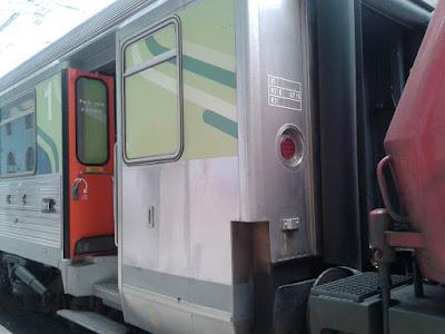 wordless wednesday, train photos, train station, Santa Apolónia, Portugal