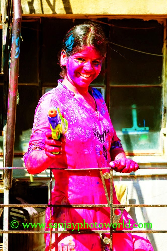 Holi girl1