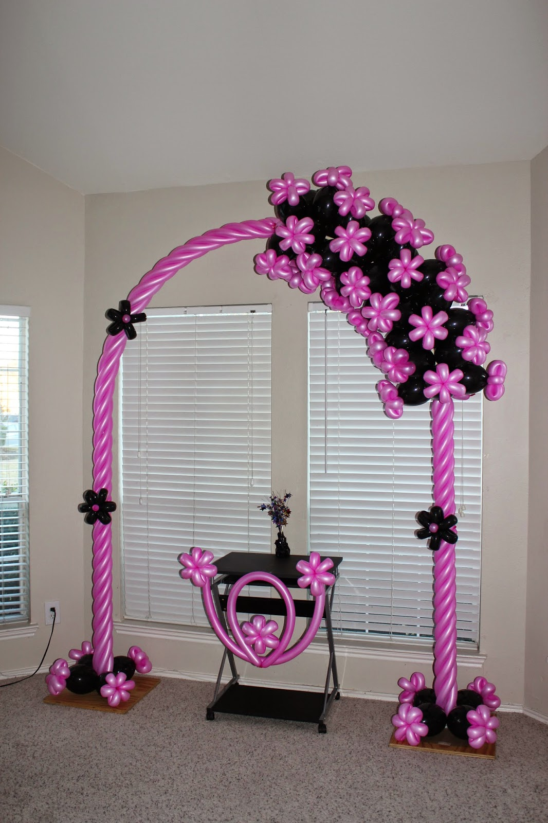 Santo diamond balloon design pink black balloon arch for Balloon decoration arches