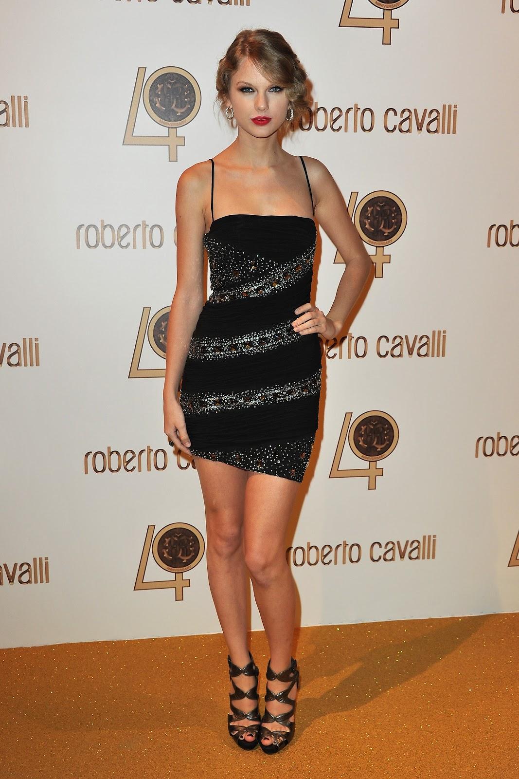 http://3.bp.blogspot.com/-boU1758-ekQ/UOSGzpOl-5I/AAAAAAAAAXA/v_92M7wOEV0/s1600/Taylor+Swift+feet5.jpg