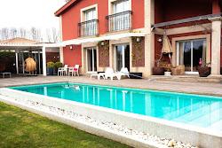 Chalet independiente en alquiler en Cambre, piscina, jardín. 1.700€