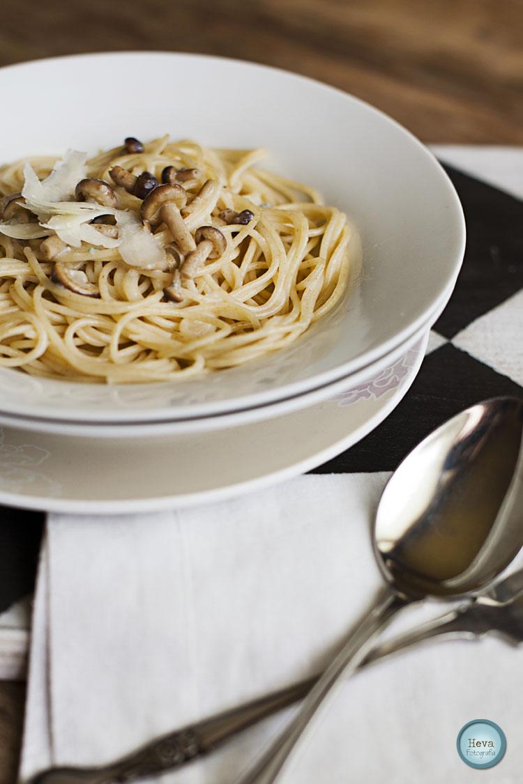 Espaguetis integrales con setas de chopo