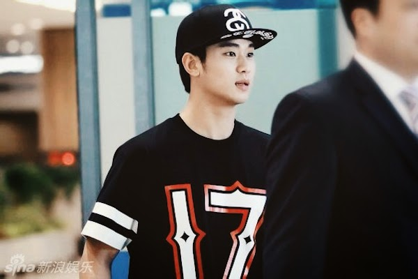 Kim Soo-hyun Givenchy 17 t-shirt Shanghai airport June 2014 金秀贤上海机场