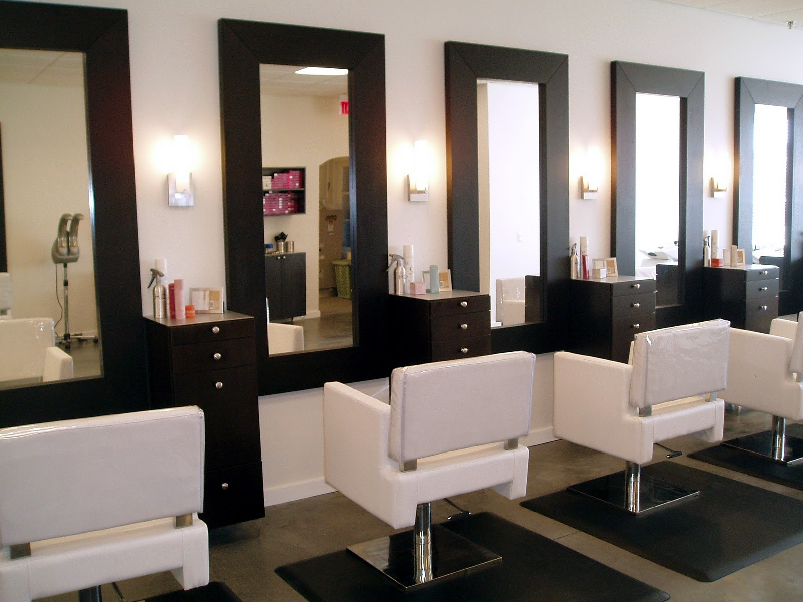 Hair salon stations for Salon furniture makeup station
