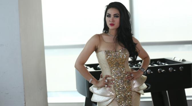 Koleksi Foto Cantik Hiara Cleopatra KW Supernya Syahrini (Mirip Syahrini)