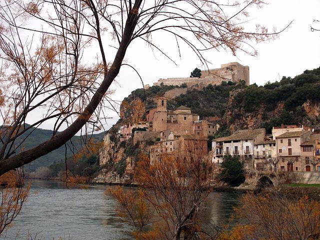 """113 Cap de la Vila i castell de Miravet"" by Enfo - Treball propi. Licensed under CC BY-SA 3.0 via Wikimedia Commons - https://commons.wikimedia.org/wiki/File:113_Cap_de_la_Vila_i_castell_de_Miravet.JPG#/media/File:113_Cap_de_la_Vila_i_castell_de_Miravet.JPG"