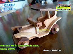 Miniatur Mobil Antik Bahan Kayu