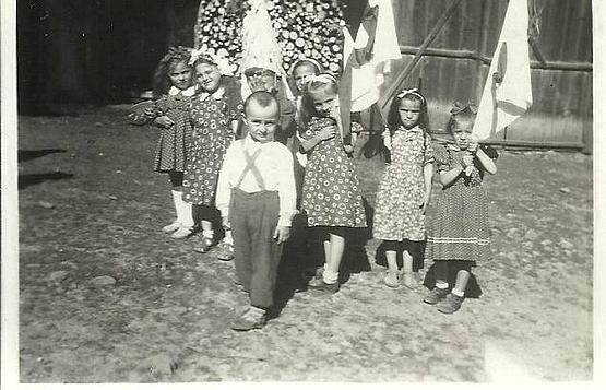 Hesspávázó alsósófalvi gyerekek csoportja 1957. jún. 10.