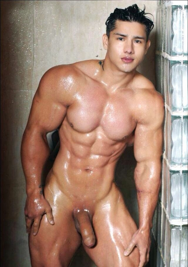 Macho Hunk: Muscular Guy with Massive Cock!