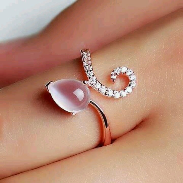 Pretty and Beautiful Rings For Girls - dashingamrit