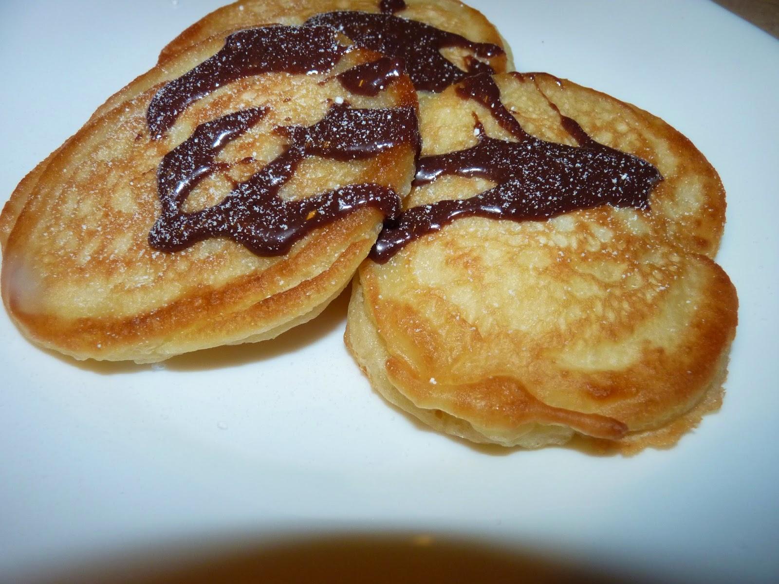 Placuszki z sosem czekoladowym