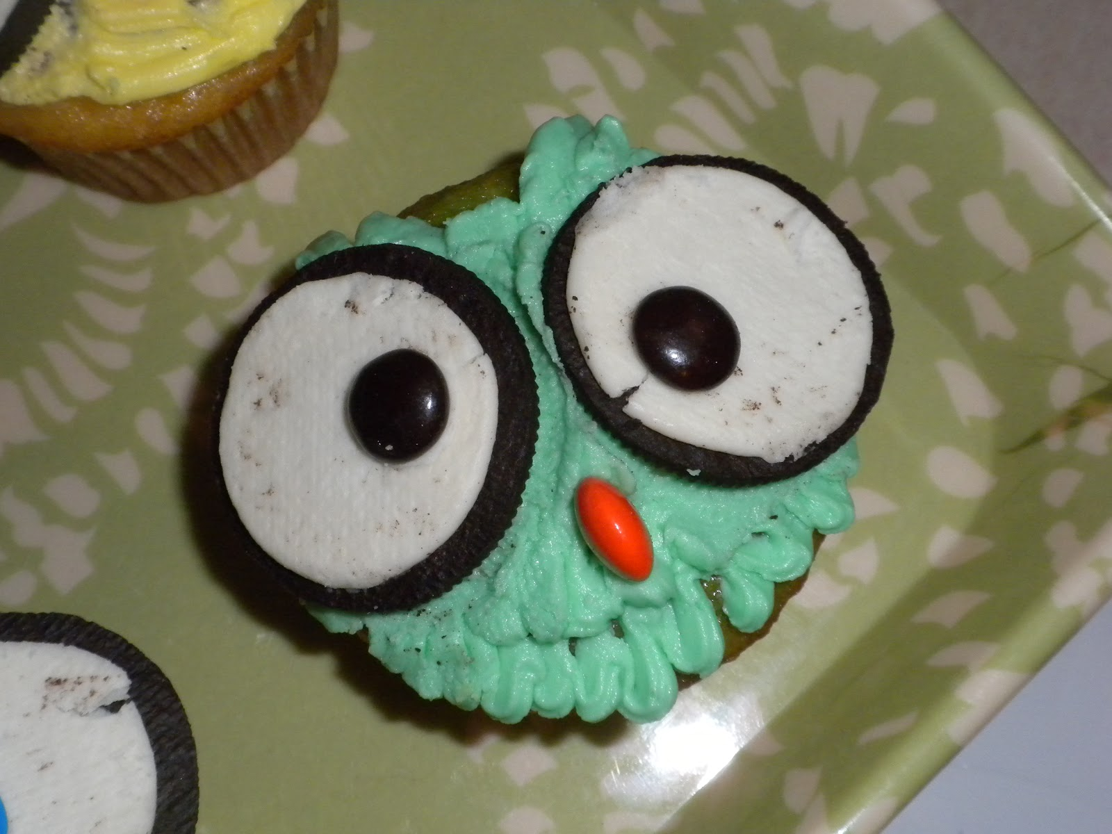 Dont worry Be happy Keep learning Bake Owl Cupcakes