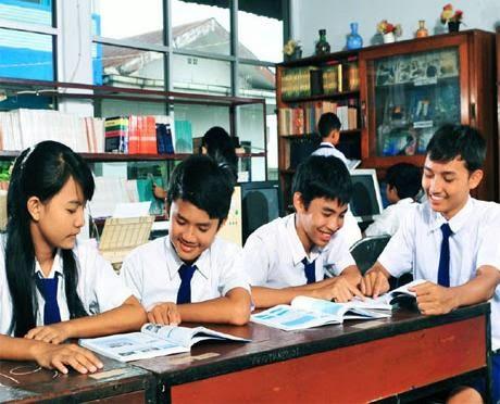 Pendidikan yang diselenggarakan oleh pemerintah dibiayai dengan pajak