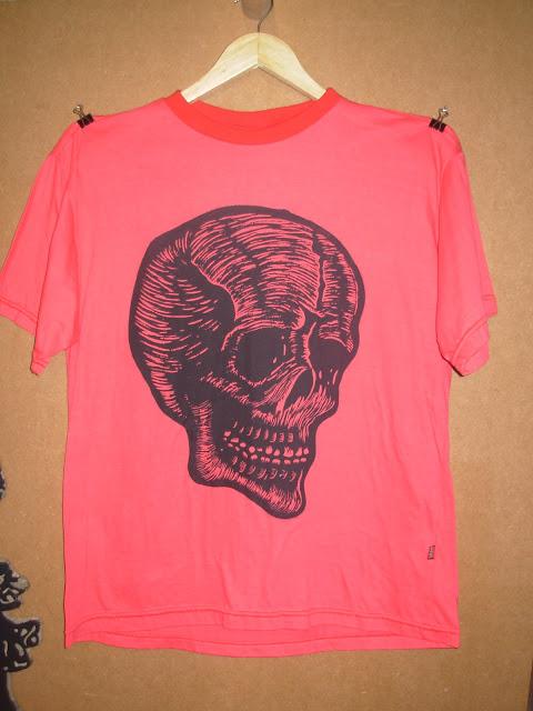 "Camiseta - Série ""Caveira"""