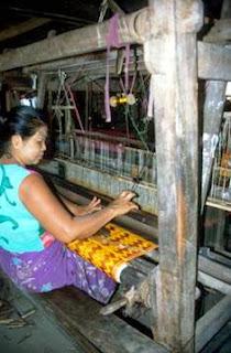 weaving, Bango Burma, Myanmar, yarn spinning, hand loom