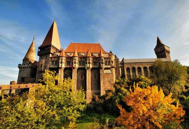 El Castillo de Hunedoara en Rumania 16481189