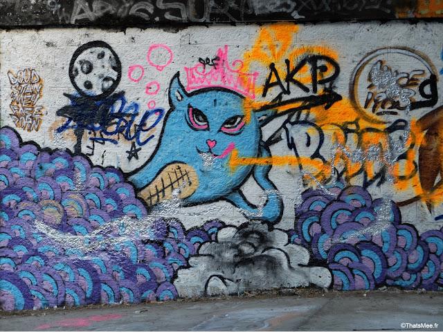 street art chat fantome bleu gare de saint-ouen à Paris