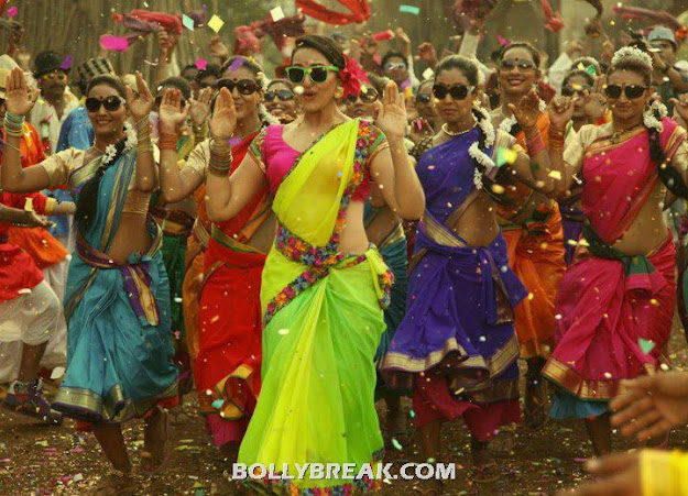 Sonakshi Sinha Navel Show in Joker Movie wearing Neon Green Yellow Color Saree - Sonakshi Sinha in Neon Saree for Joker Movie Song