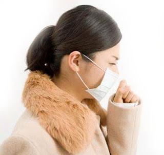 wanita batuk