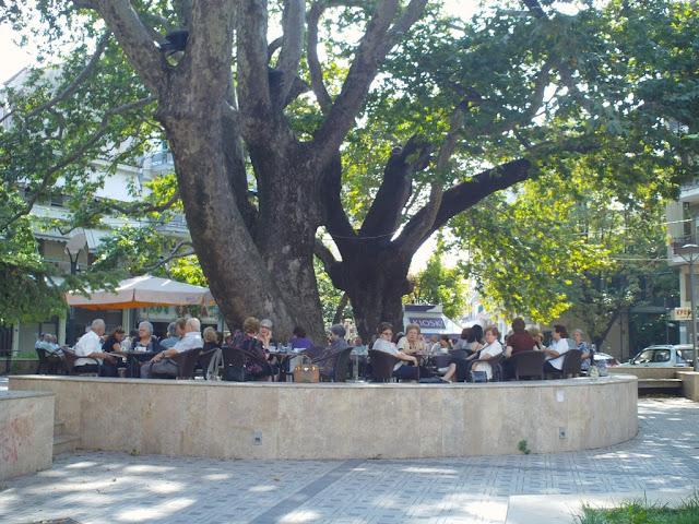 Κυριακάτικο καφεδάκι στο Τημενιδών