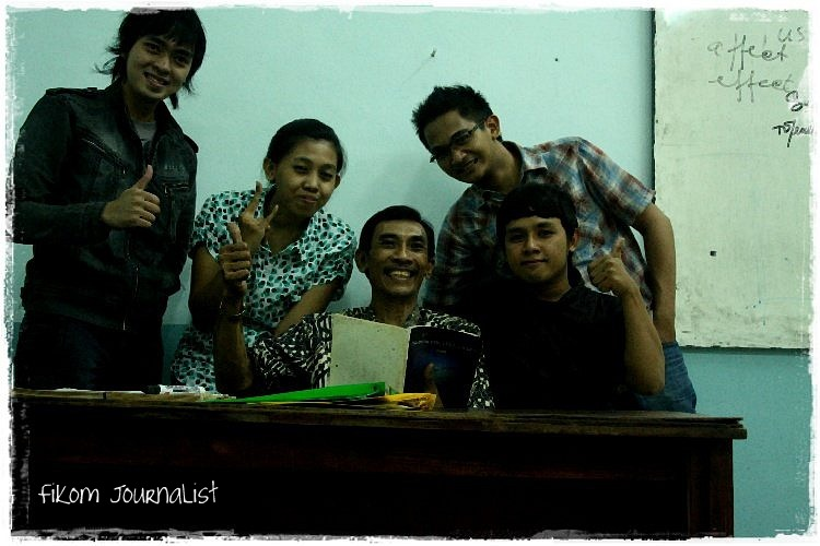 With Dosen English For Journalism