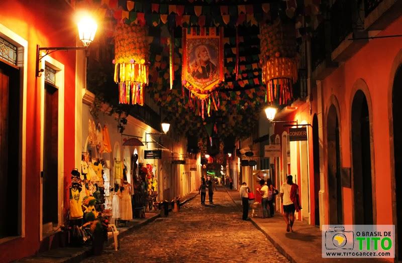 Rua do Centro Histórico de Salvador, na Bahia, decorada para os festejos juninos - Por Tito Garcez em 2013