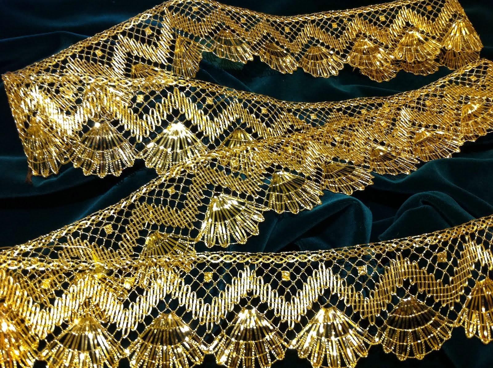 Encaje de Bolillos en Hilo de Oro